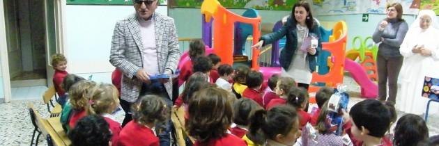Sant anastasia doni per questo natale ai bambini delle for Addobbi natalizi per scuole materne