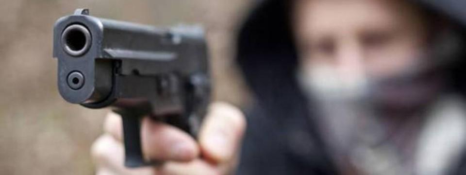 Sant'Antimo. Agguato in via Solimene; 40enne colpito con tre colpi al petto