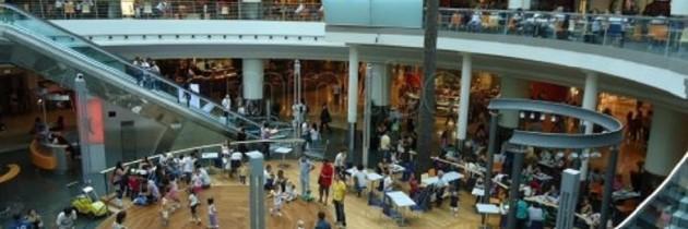 Tre arresti per furto di capi di abbigliamento nel centro for Centro commerciale campania negozi arredamento