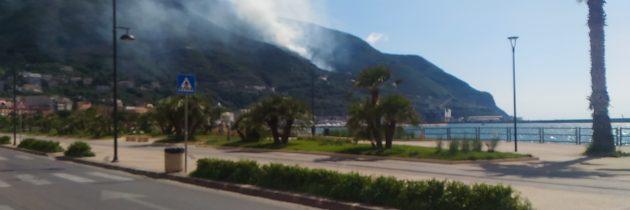 Incendio al costone del Monte Faito; località Madonna della Libera