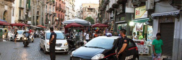 Napoli– tenta di rapinare la ragazza delle consegne, arrestato